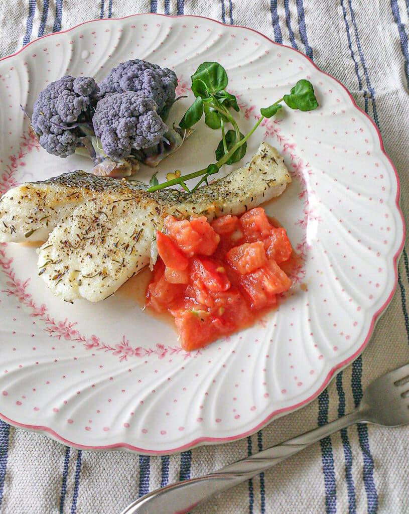白身魚の米粉ソテー トマトソース