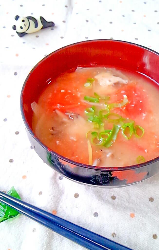 トマトと酒粕の味噌汁
